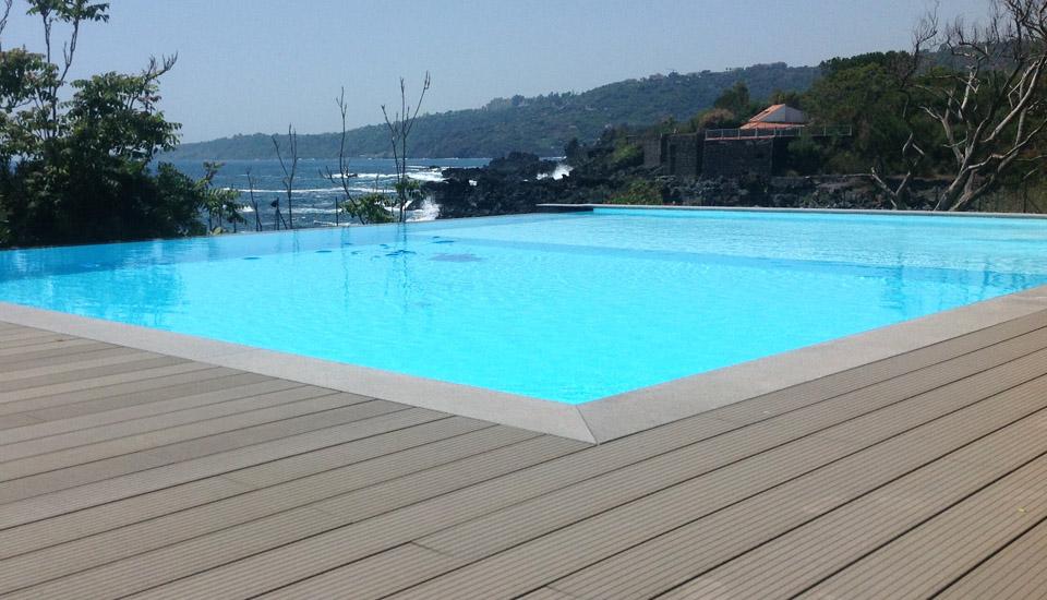 Piscina bordo sfioro costruzione piscine siracusa - Strisce led per bordo piscina ...